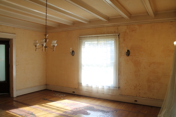 Dining Room - love the coffered ceiling!